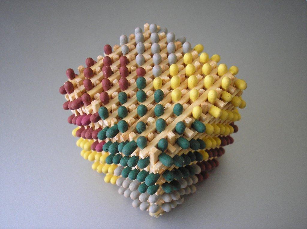 マッチ5000本で作り上げたピラミッドを点火してみたら・・・