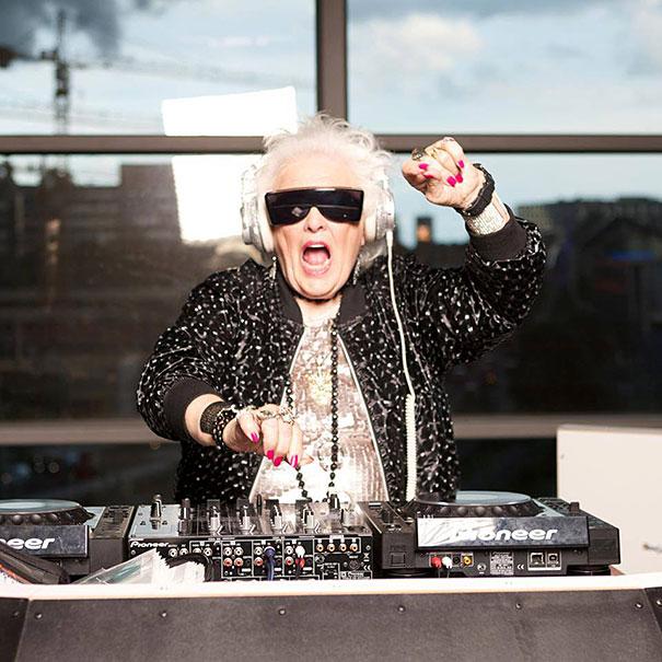 72歳のクラブDJおばあちゃん