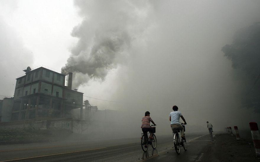 北京から東に100km離れた工場