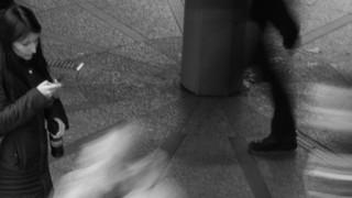 幽霊が人を突き飛ばす瞬間がネット上にアップされる