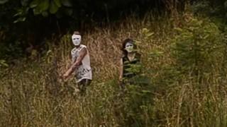 ニュージーランドで謎のマスクカップルが撮影される