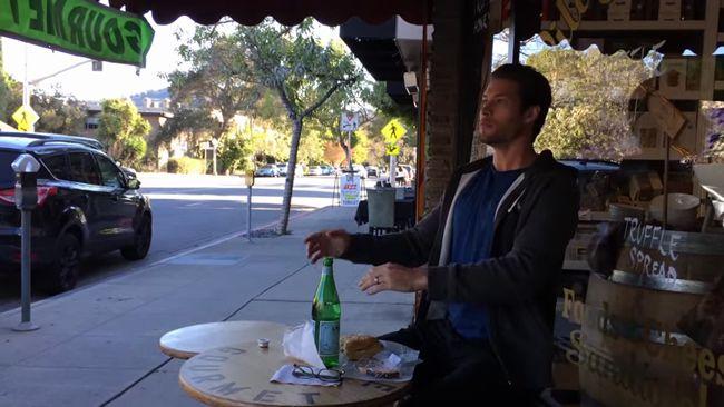 人型ロボットがサンドウィッチを食べる映像がすごいけどなんかむかつく