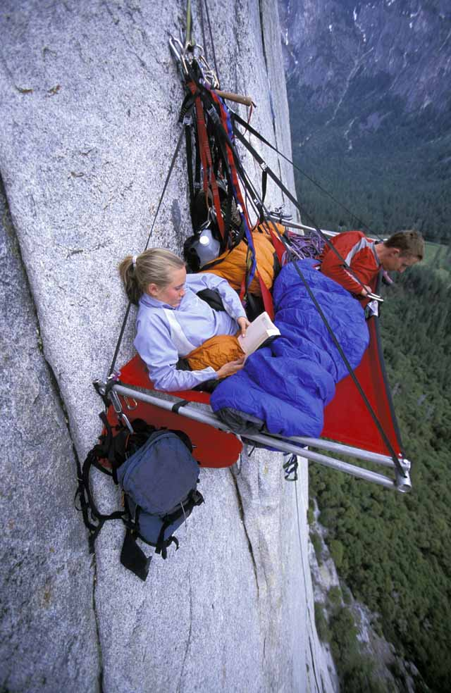 3.-Portaledge-camping-at-Yosemite