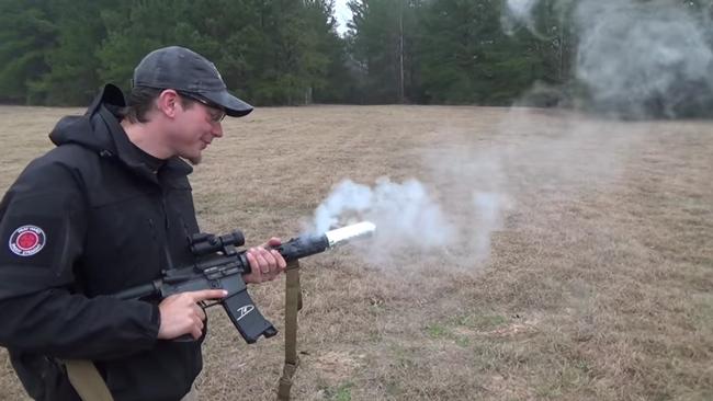 【天才かよ】銃を撃ちながらカリカリのベーコンを作る方法が紹介されているぞ!