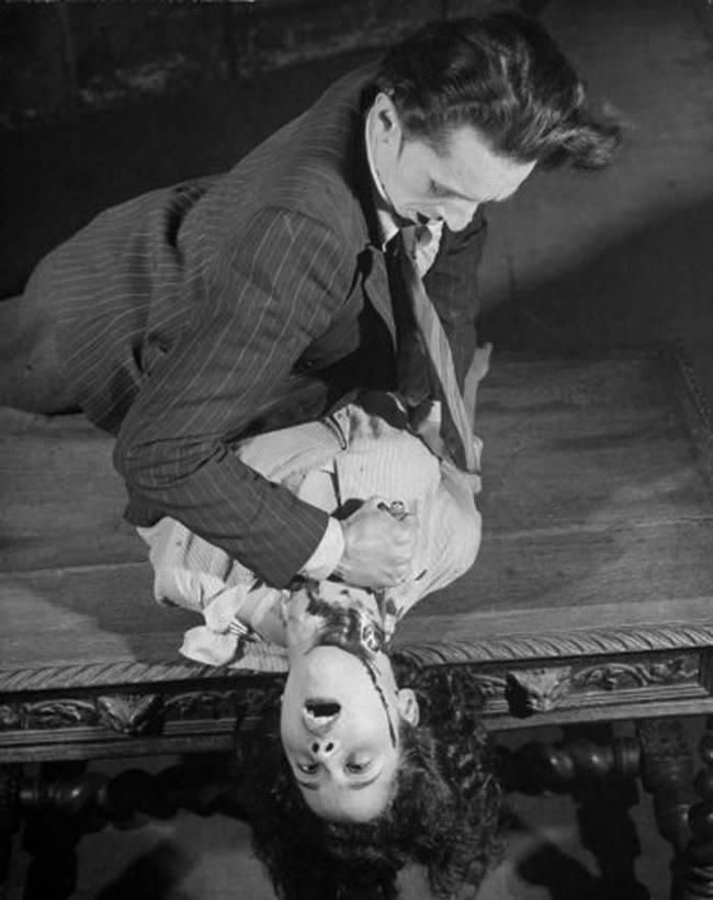 フランス、パリで65年間ホラーと狂気に満ちた劇を行った、グラン·ギニョール劇場
