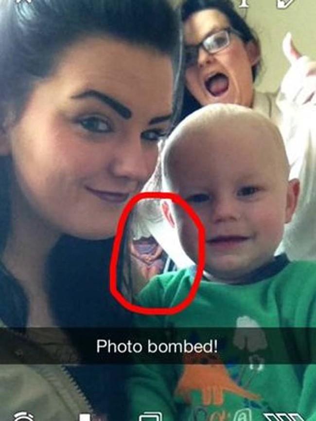 子供と一緒に自撮りをしたら、写真に写ってはいけないものが写る事案が発生!