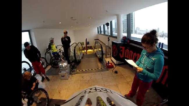 【一人称映像】ショッピングモールの中で自転車レースをやってみた映像がタマヒュンすぎてすごいぞ!