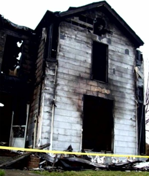 Real-Ghost-Pictures-The-Burned-House-compressor