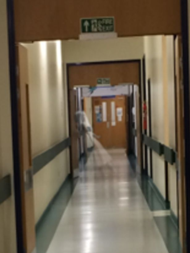Alleged-ghost-sighting-in-Leeds-General-Infirmary2
