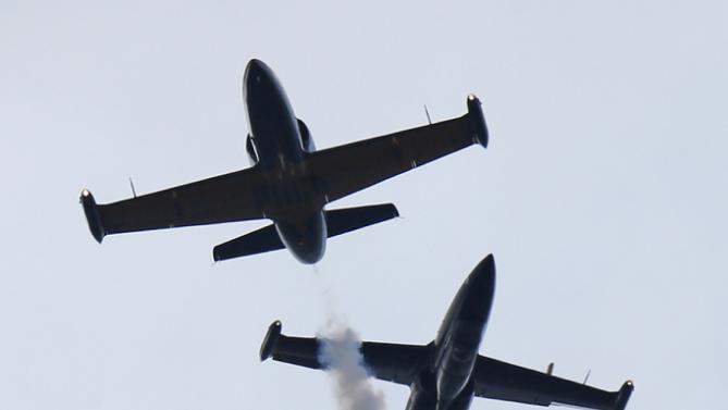 """L-39 jets of the """"Russ"""" aerobatic perform during an air show at the International Maritime Defence show in St.Petersburg, Russia, Sunday, July 5, 2015. (AP Photo/Dmitry Lovetsky)"""