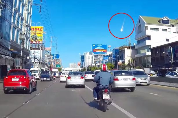 Mystery-fireball-stuns-motorists-as-it-tears-through-sky-during-daytime1