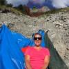 怖すぎるセルフィー!山で自分撮りしていたら頭上をビュンビュンと・・・